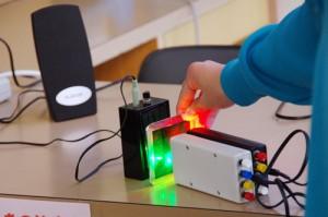 光を使って音を伝える実験