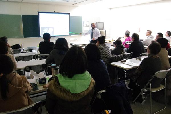 鎌田圭 准教授(東北大学金属材料研究所)による講演「そもそもなぜ放射線は測れるの?~放射線測定器の中身を見てみよう~」