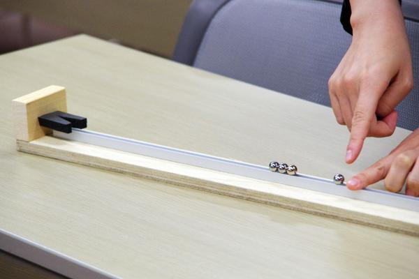 「ガウスの加速器」と呼ばれる衝突実験の仕組みを解明するための物理実験が行われた。