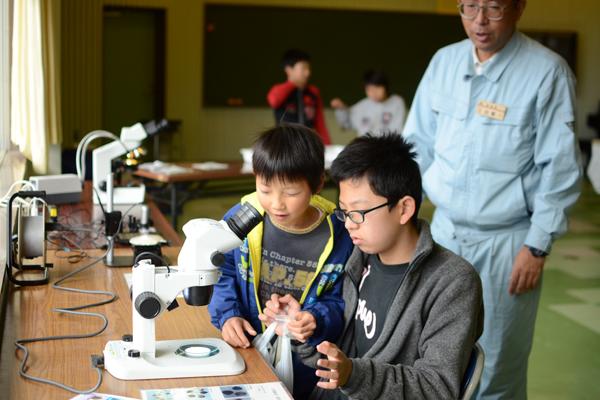 【写真12】「海につくる~カキの赤ちゃんやノリのタネはどうやって育てる?~」(宮城県水産技術総合センター)のようす