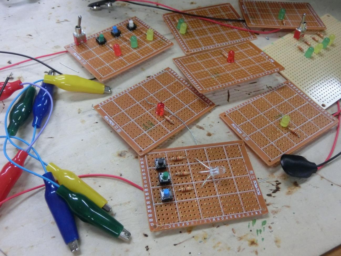 【写真11】クエストで作ったたくさんの回路
