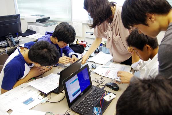【写真1】「MEMSセンサ&最新ウェブテクノロジーによるアプリ開発入門」実施の様子