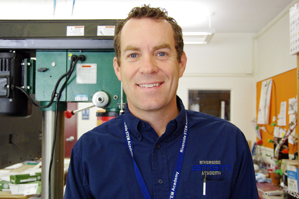 STEMプログラムコーディネーターのJeremy Standerferさん