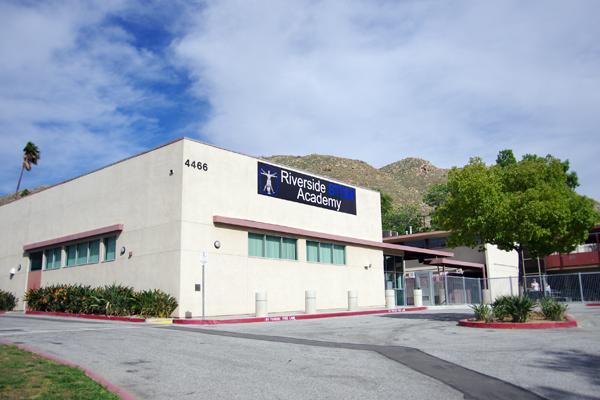 【写真4】Riverside STEM Academyの校舎外観