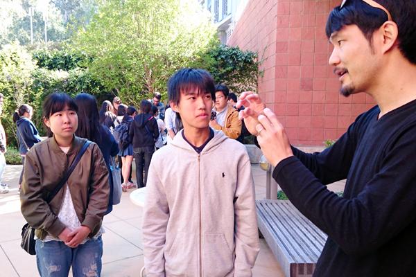 【写真13】UCRで働く日本人研究者に研究や進路について質問